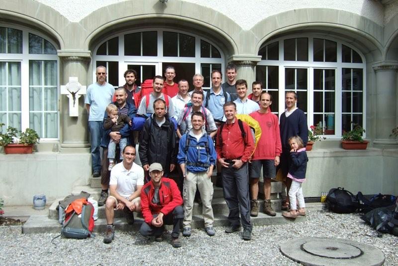 Pèlerinage des pères 2011, 8 : Arrivée à Pensier, Maison gérée par la communauté du Verbe-de-Vie.
