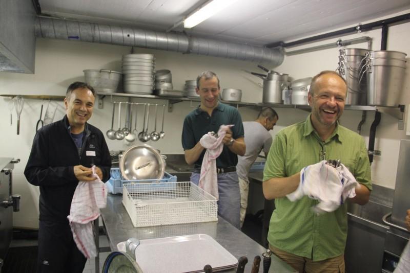 Pèlerinage des pères 2013, 1 :  Vive la vaisselle (comme à la maison !)