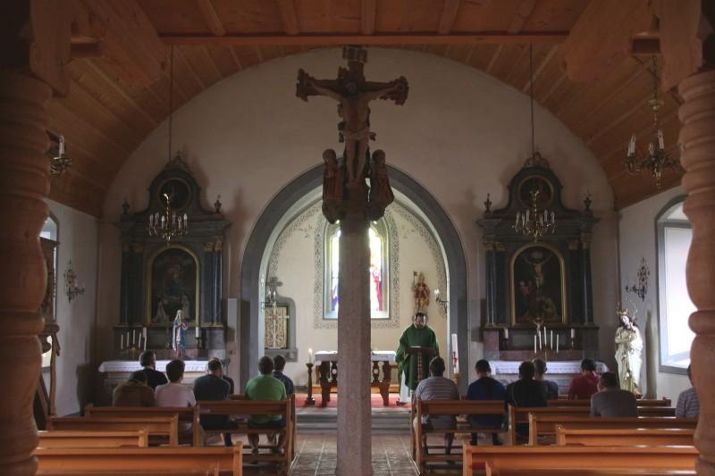 Pèlerinage des pères 2016, 6 : Célébration de l'Eucharistie dans l'Eglise St-Maurice de Grangette.