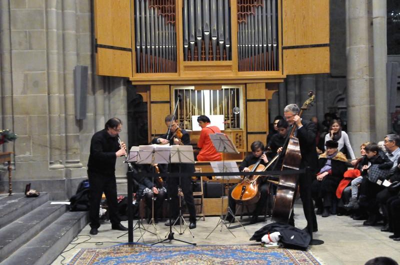 Le quintet à cordes avec hautbois a interprété le Canon de Pachelbel, ainsi qu'un œuvre de Bach.