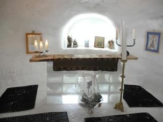 La chapelle de glace de Leysin, construite chaque hiver à l'entrée du village.