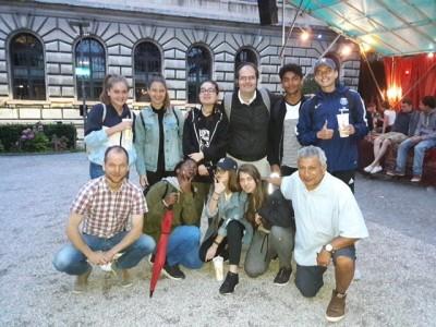 Le groupe de jeunes de Payerne emmenés par l'animateur de Pasaj Alain Toueg.