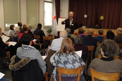Le public écoute Marcel Durrer