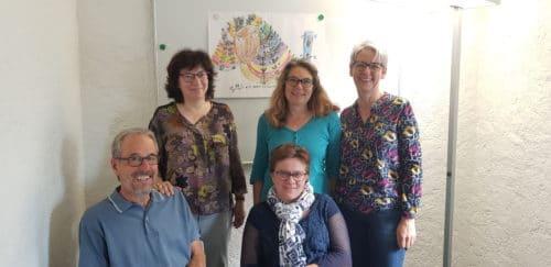 De gauche à droite en commençant par derrière: Marinette Maillard, Solange Ruedin, Erica Cséfalvay, Jean-Pierre Cap et Anne-Marie Métais