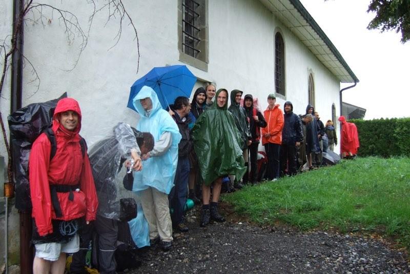 Pèlerinage des pères 2011, 2 : La pluie s'invite sur le chemin