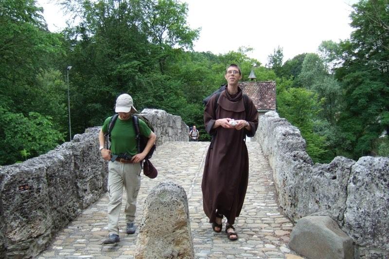 Pèlerinage des pères 2011, 5 : Pont romain près de Villars-sur-Glâne.