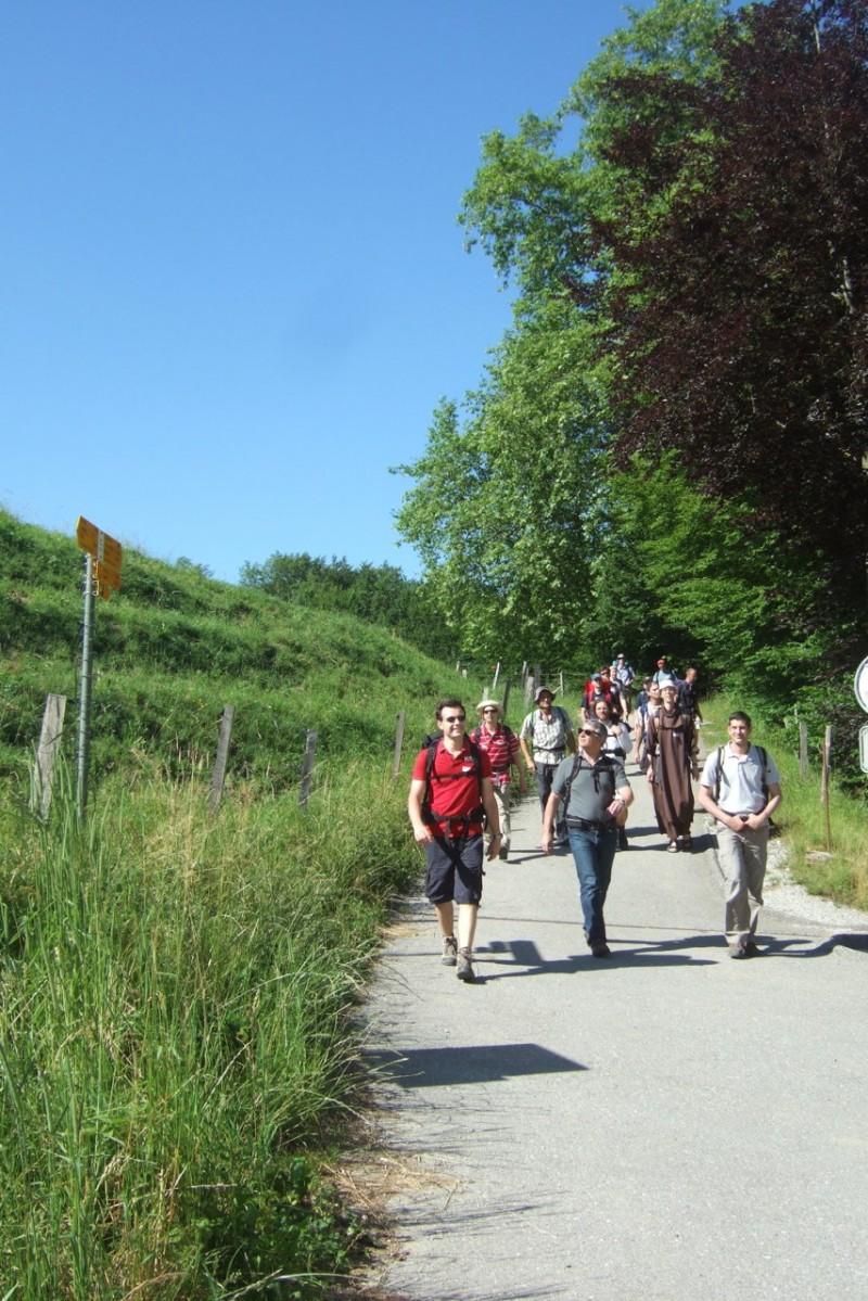 Pèlerinage des pères 2012, 3 : Joie de marcher au soleil !