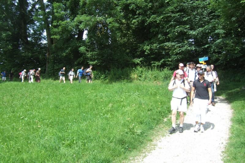 Pèlerinage des pères 2012, 7 :  On approche de Bourguillon où nos familles nous attendent.