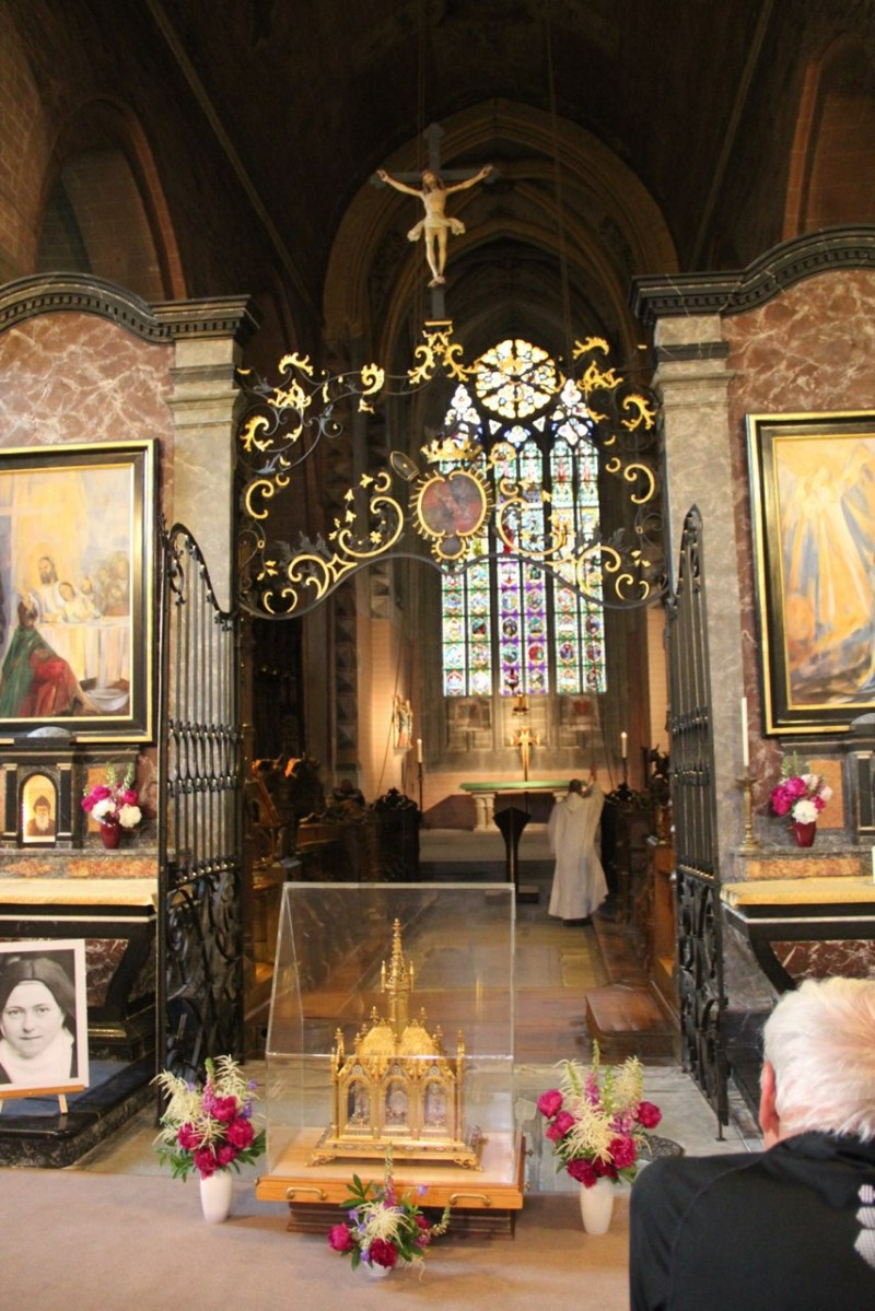Pèlerinage des pères 2013, 7 :  Veillée à Hauterive en compagnie des reliques de St-Thérèse.