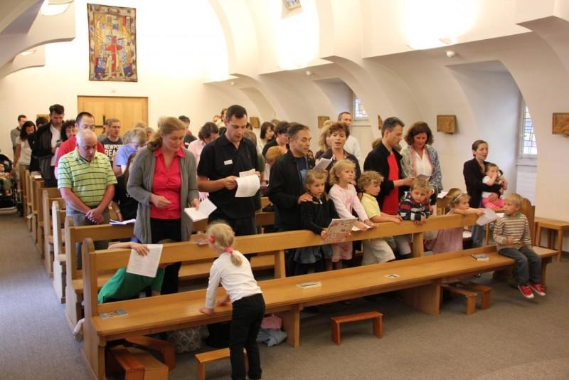 Pèlerinage des pères 2013, 8 : avec nos familles à Bourguillon, dans la chapelle du Centre de formation