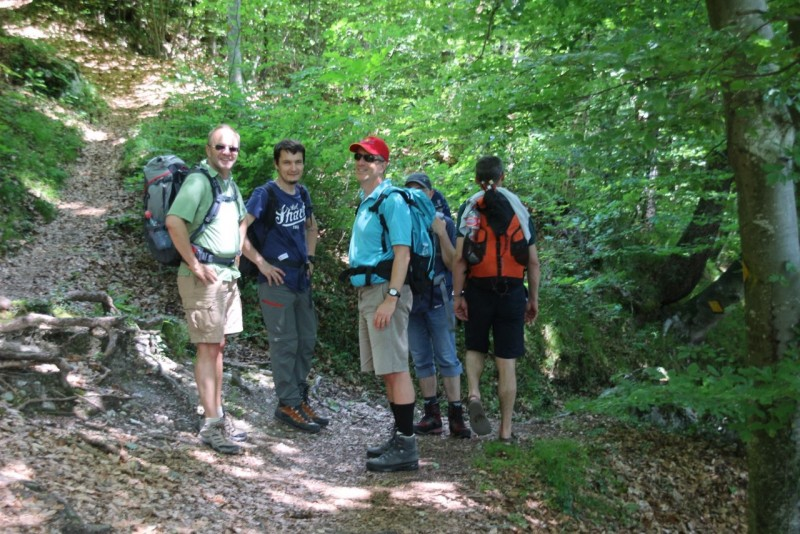 Pèlerinage des pères 2015, 5 : On garde le sourire même si le chemin grimpe un peu, beaucoup, passionnément...