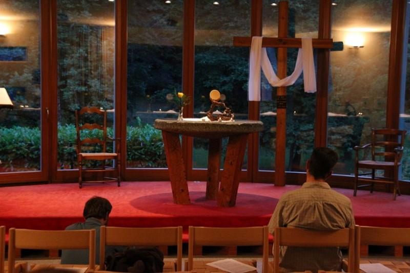 Pèlerinage des pères 2015, 6 : Veillée dans la chapelle du Foyer de Charité des Dents-du-Midi à Bex/VD