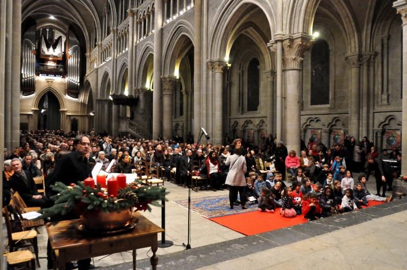 Le 3 décembre, une grande foule s'est rassemblée pour la messe annuelle à la cathédrale.