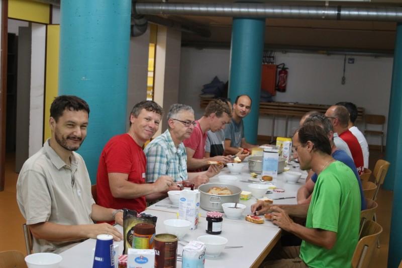 Pèlerinage des Pères 2017 - 1 : repas du vendredi soir dans l'abri PC de Moudon