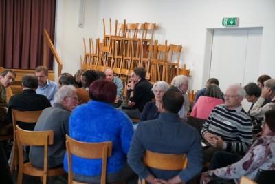 Discussion en petits cercles pour nourrir les échanges avec la table des orateurs