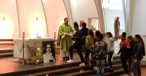 La messe à Ste-Thérèse, à Lausanne, le dimanche soir, est un des rendez-vous proposé aux jeunes.