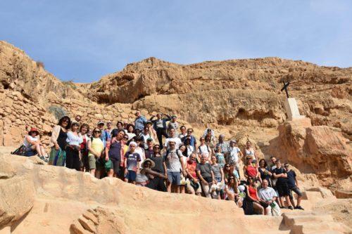 Le groupe des pèlerins sur le chemin menant de Jérusalem à Jéricho