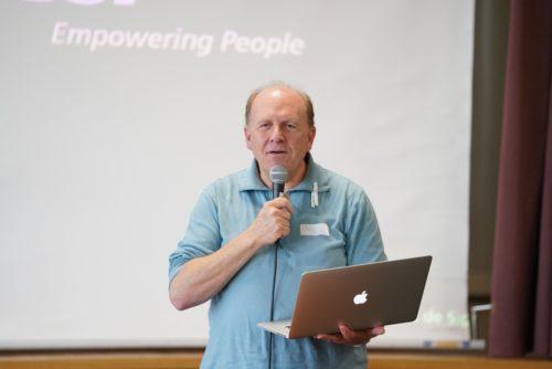 Alain Martin, pasteur et ingénieur. L'un des deux intervenants