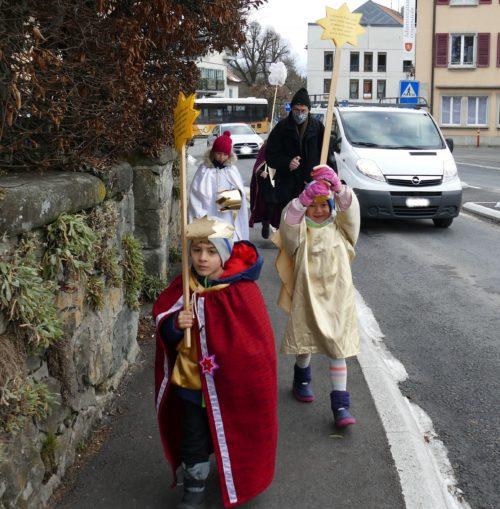 Sur le chemin dans les rues d'Oron-la-Ville